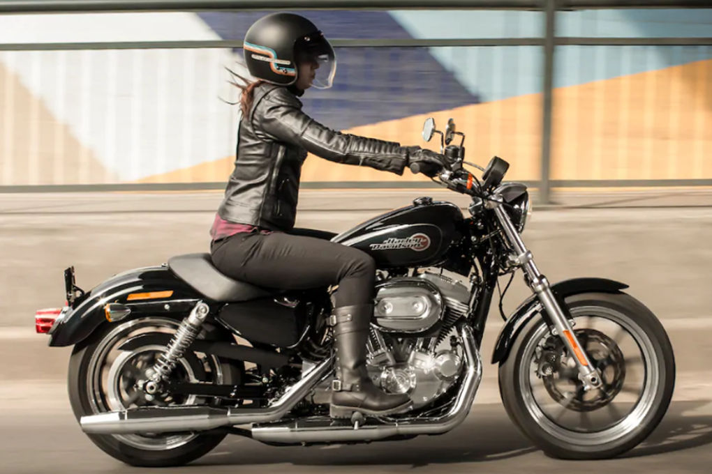 moto de location Harley-Davidson SuperLow 1200T
